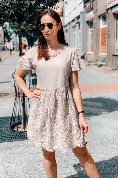 Sukienka beżowa blanca z haftowaniem 3